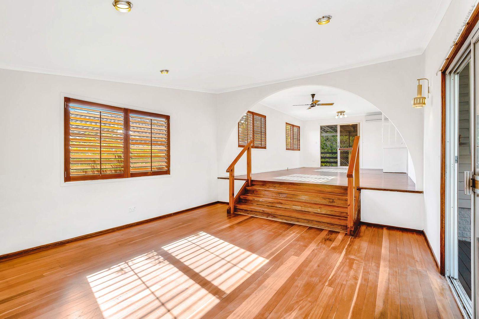 21 Annerley Avenue, Runaway Bay QLD 4216, Image 2