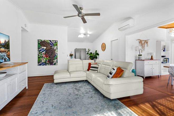 Picture of 2/6 Stuart Street, HELENSBURGH NSW 2508
