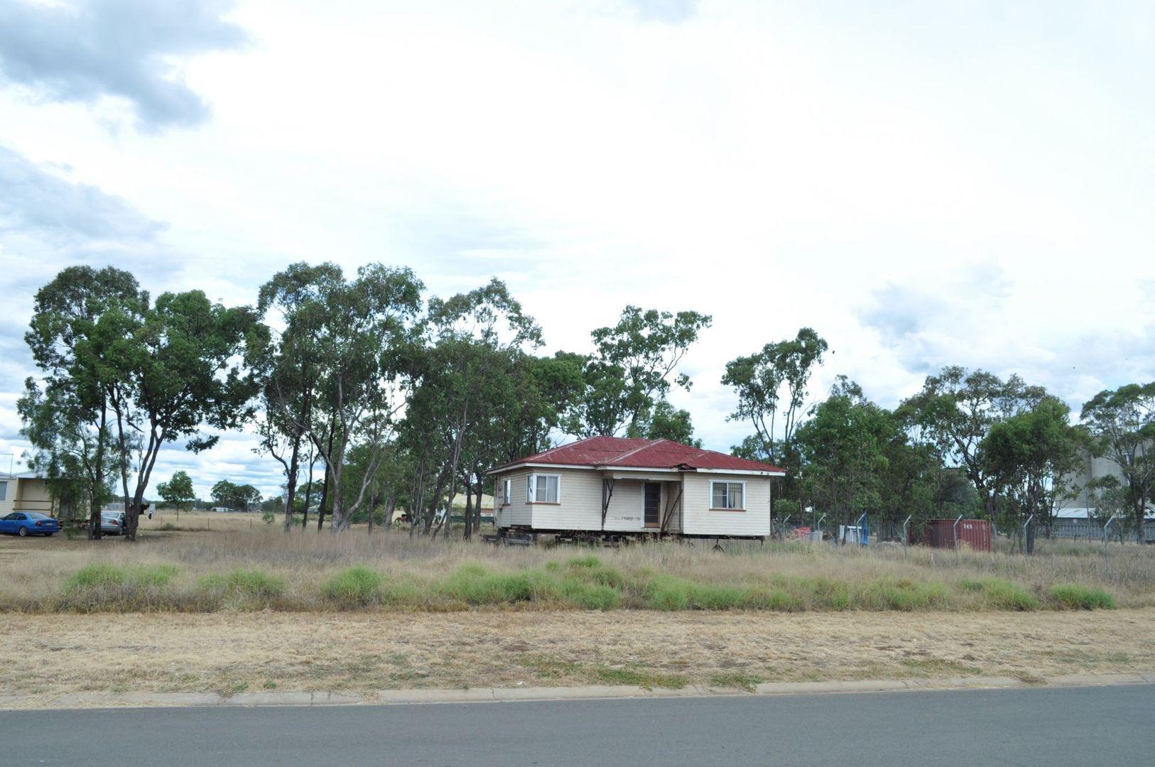 9 Gayle Street, Oakey QLD 4401, Image 2
