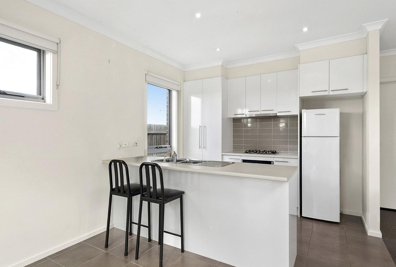 2/6 Nikola Court, Marshall VIC 3216, Image 1
