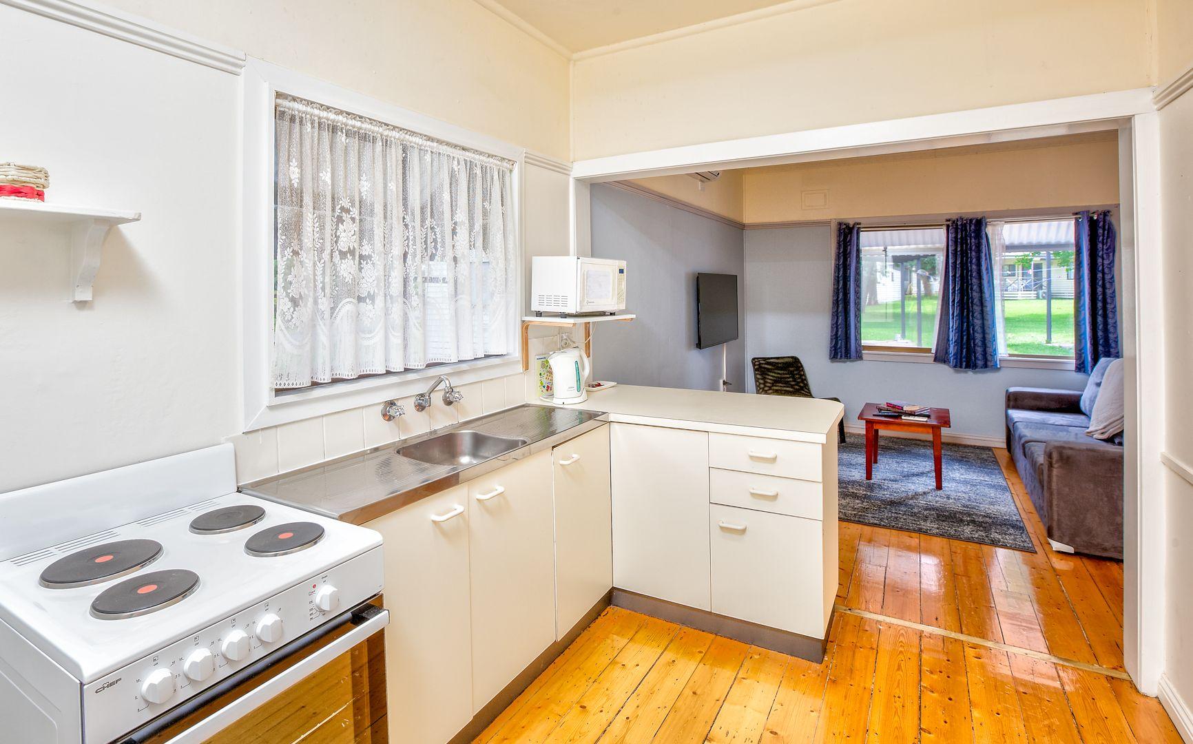 30 Whitebark Way, Lake Hume Village NSW 2640, Image 2