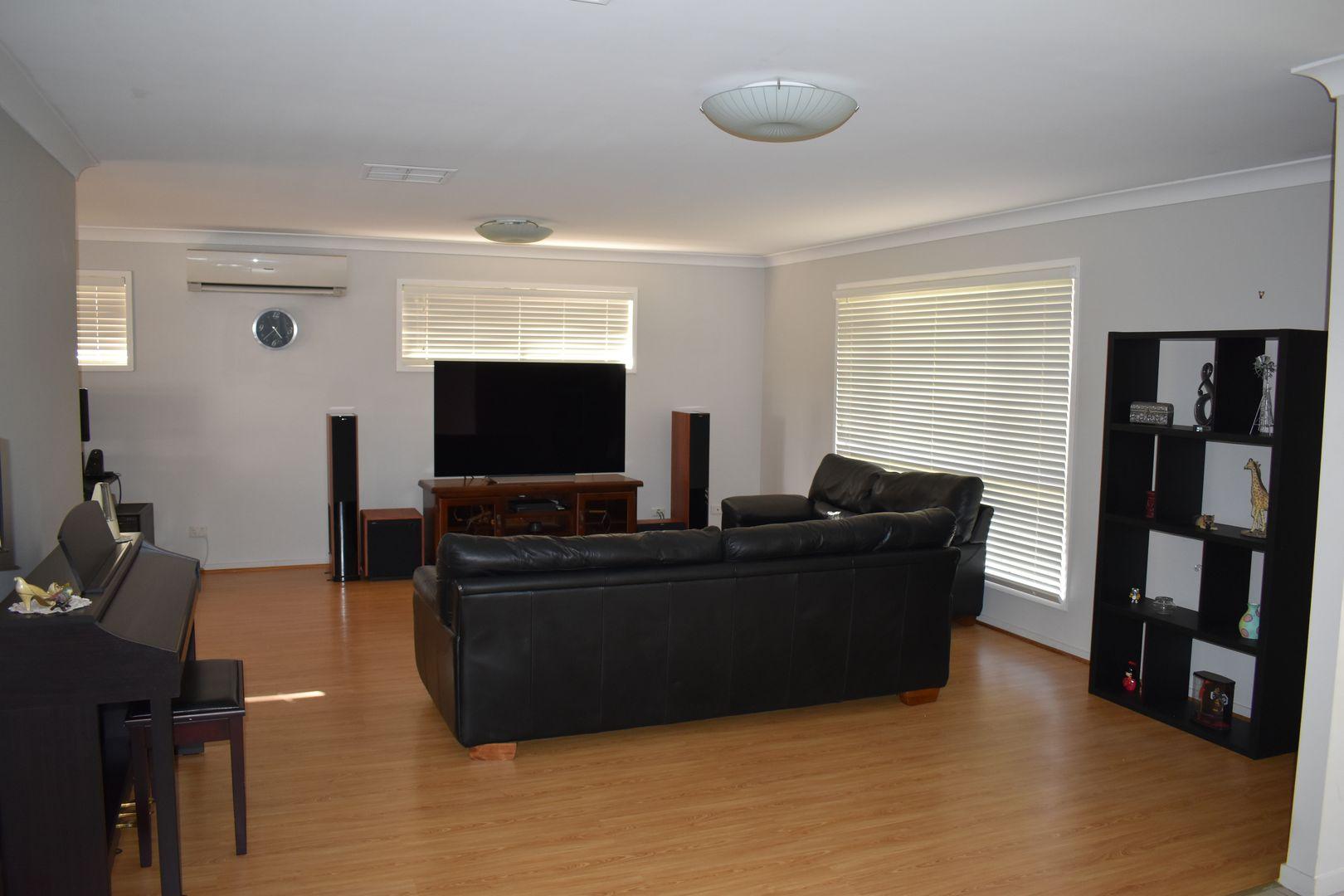 2 Cowan Crescent, Emerald QLD 4720, Image 1