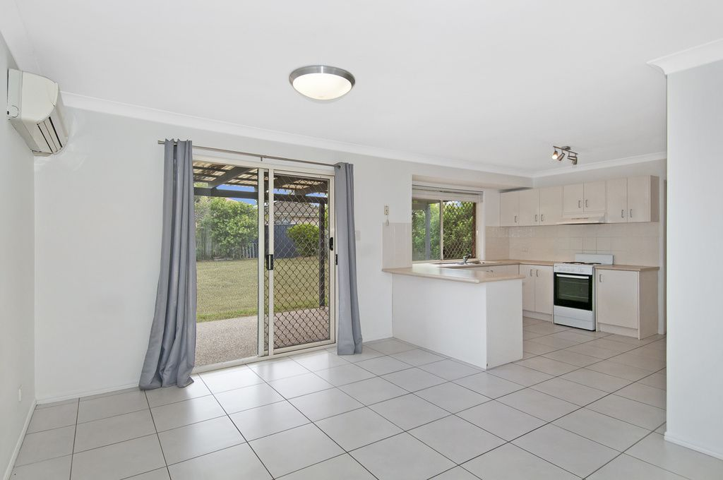 30 Lennon Drive, Windaroo QLD 4207, Image 2
