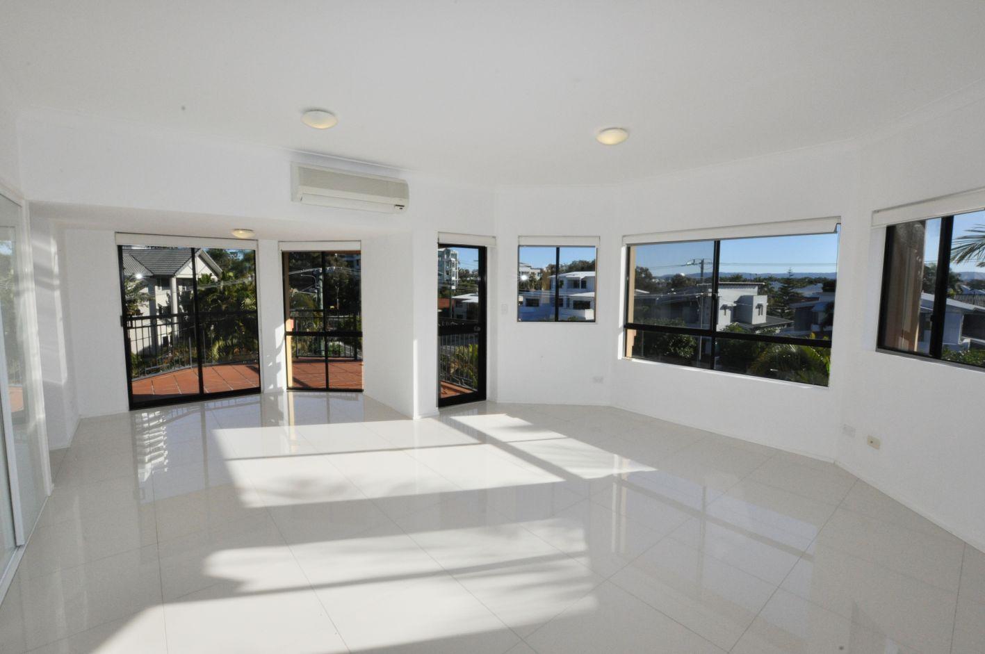 5/2 Madang Cres, Runaway Bay QLD 4216, Image 1
