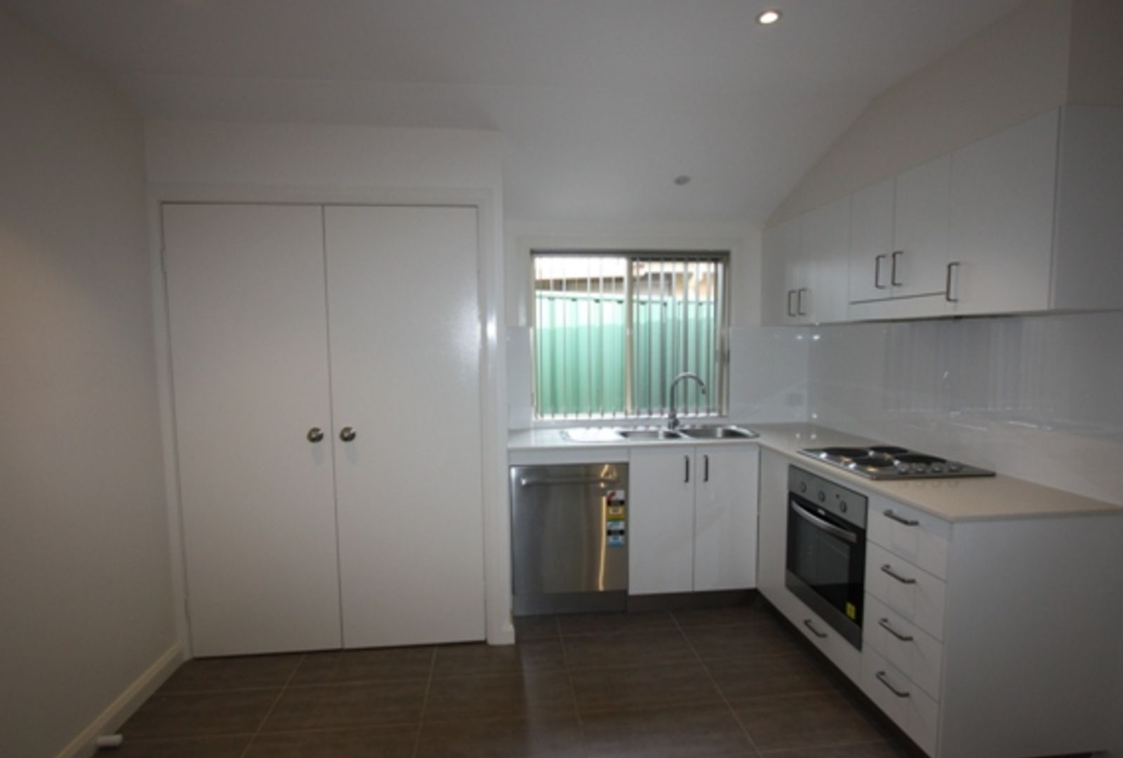 58A Duncansby Cres, St Andrews NSW 2566, Image 2
