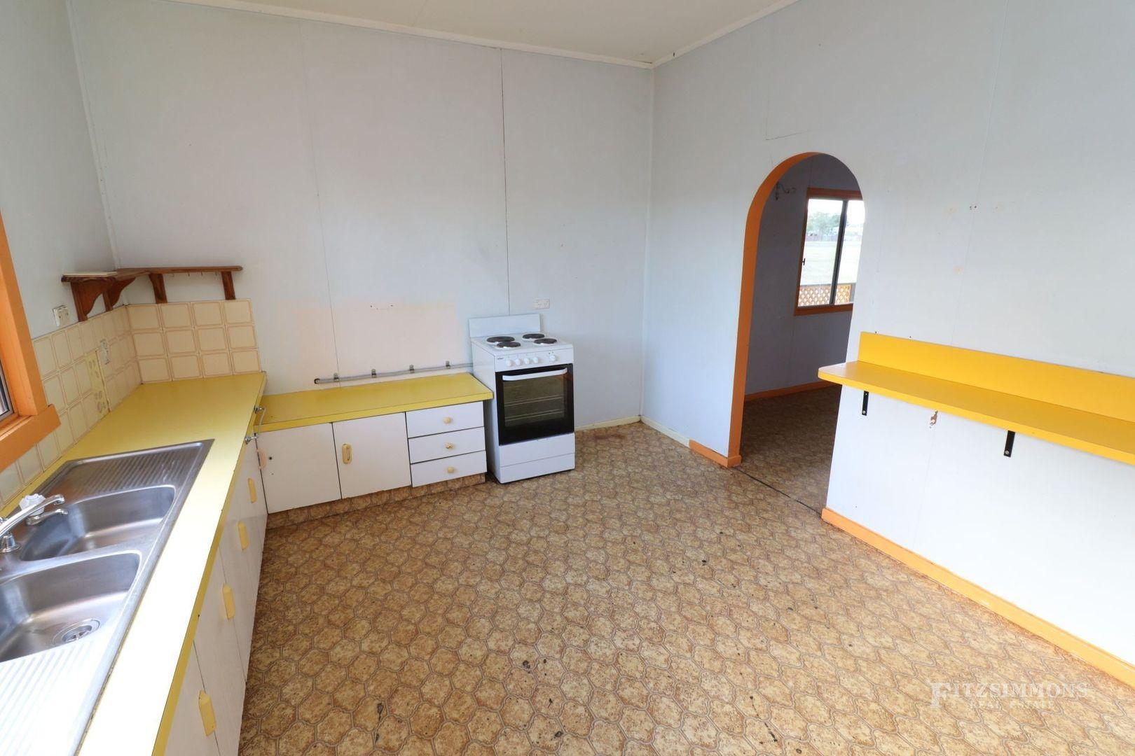 23 Lindsay Street, Dalby QLD 4405, Image 2