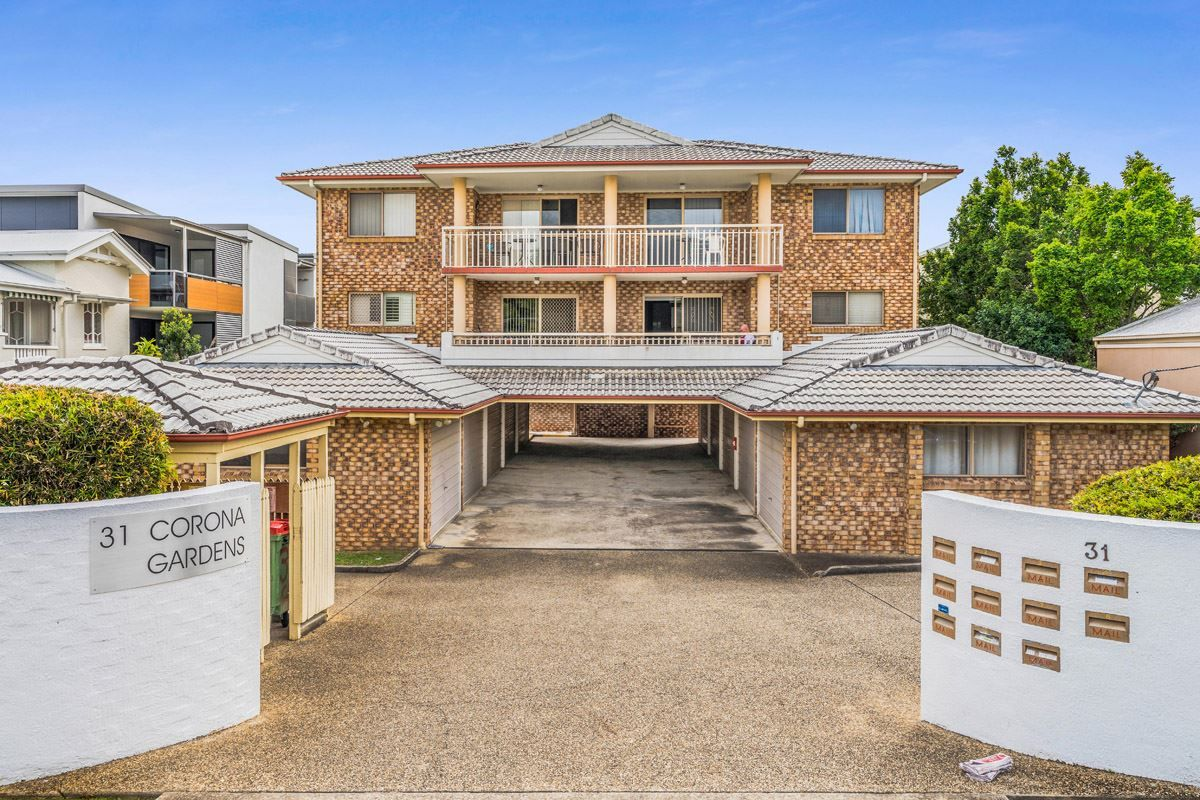 2/31 Crown Street, Holland Park West QLD 4121, Image 0