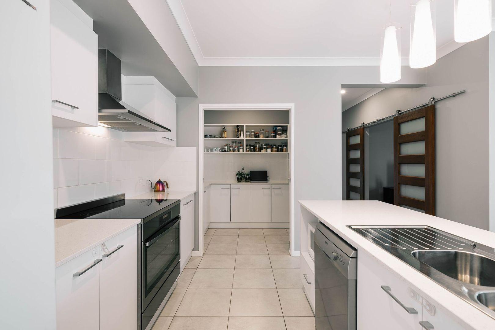 8 Northview Drive, Cabarlah QLD 4352, Image 2