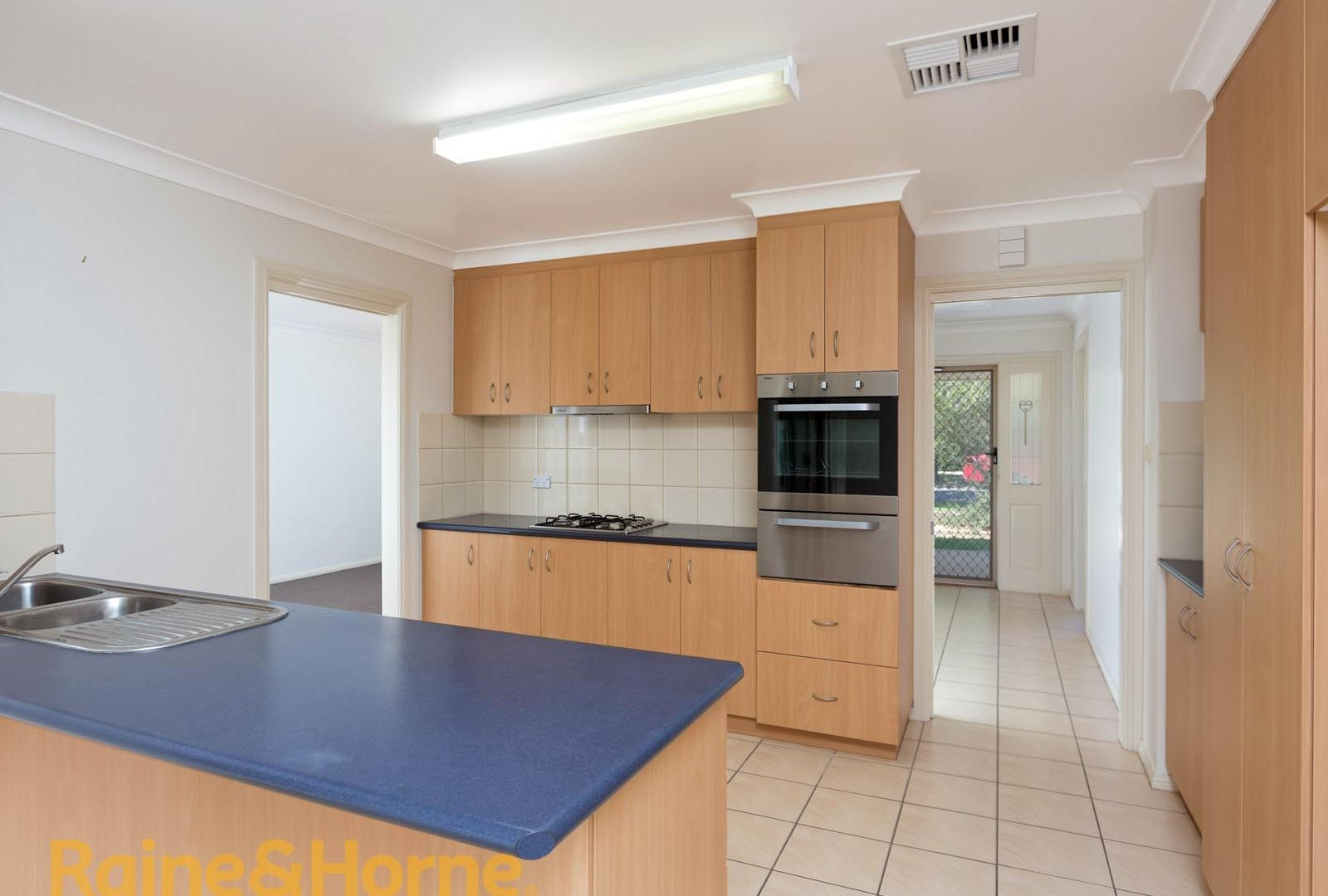 5 Walla Place, Glenfield Park NSW 2650, Image 2