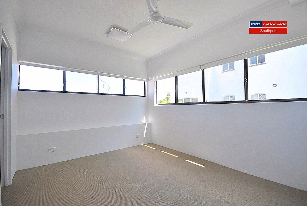 4/35-39 Central Street, Labrador QLD 4215, Image 2