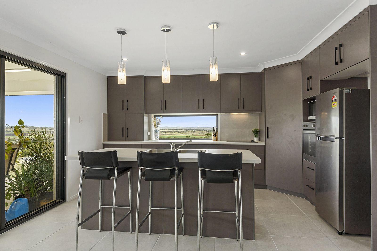 8 Sunshine Way, Kingsthorpe QLD 4400, Image 2