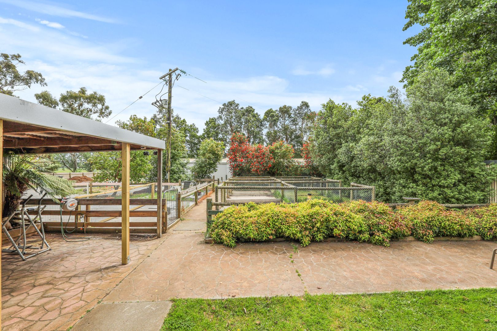 221 GORDON ROAD, Yarragon VIC 3823, Image 2