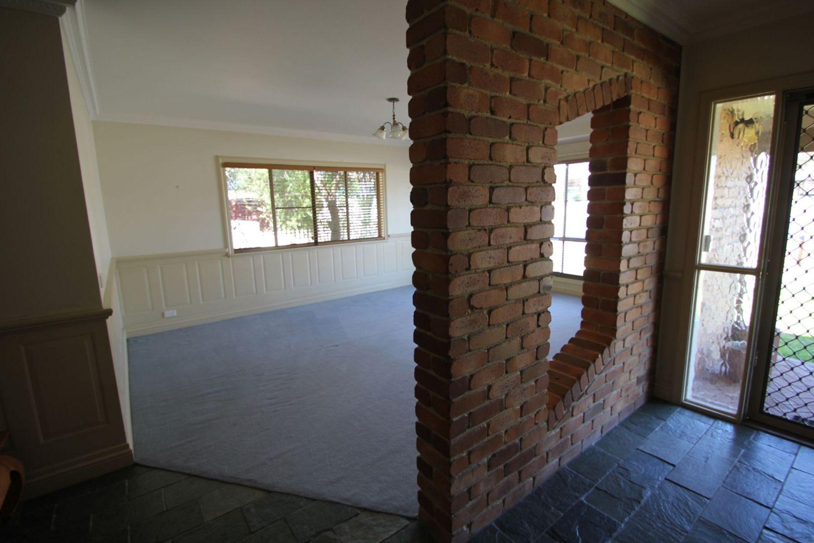 138 Miles Street, Tenterfield NSW 2372, Image 2