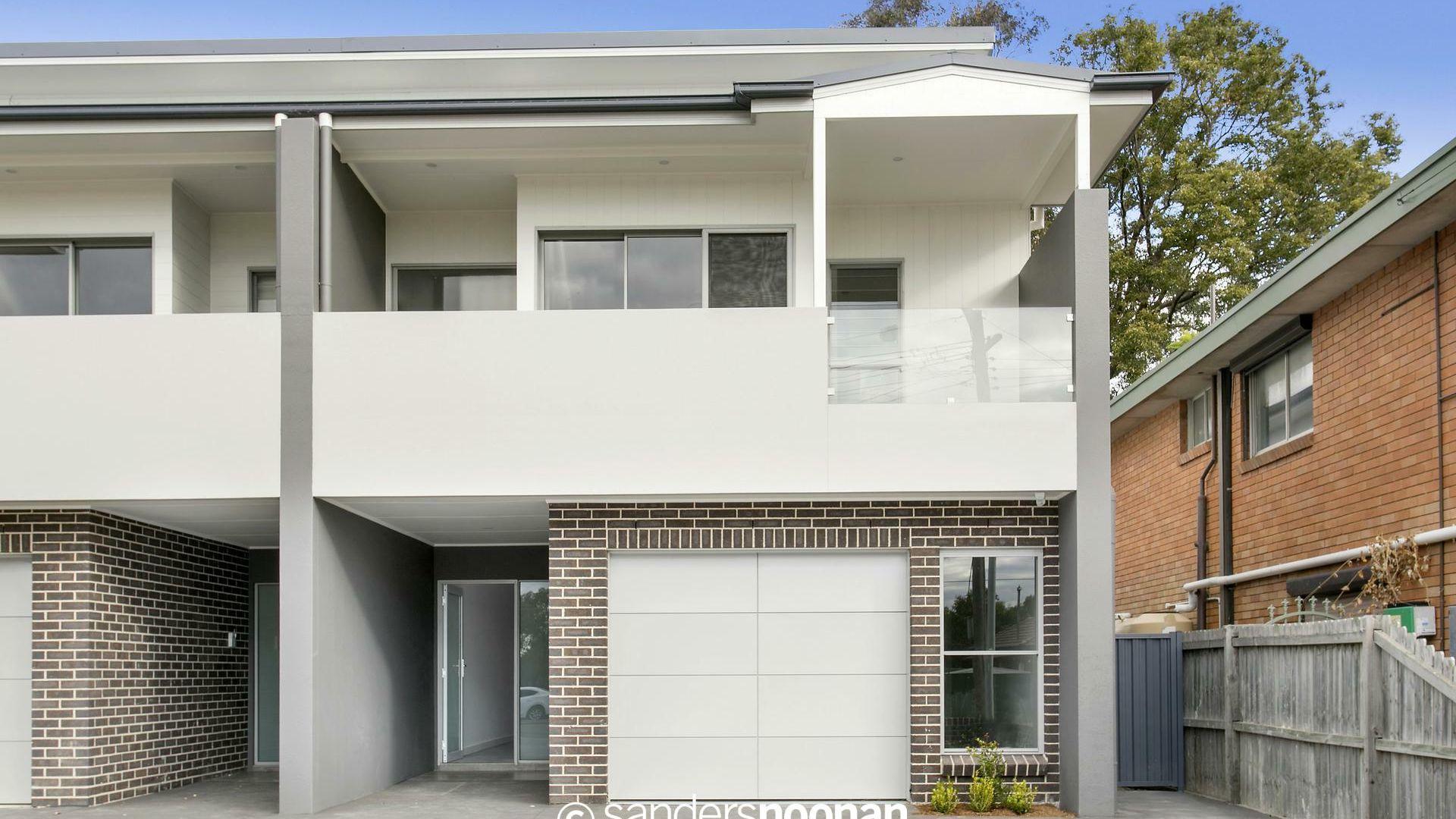 31 Henry Lawson Drive, Peakhurst NSW 2210, Image 2