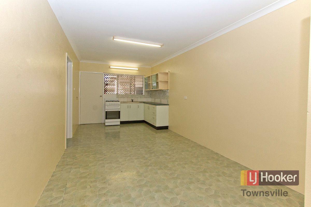4/15 Carr Street, Hermit Park QLD 4812, Image 2