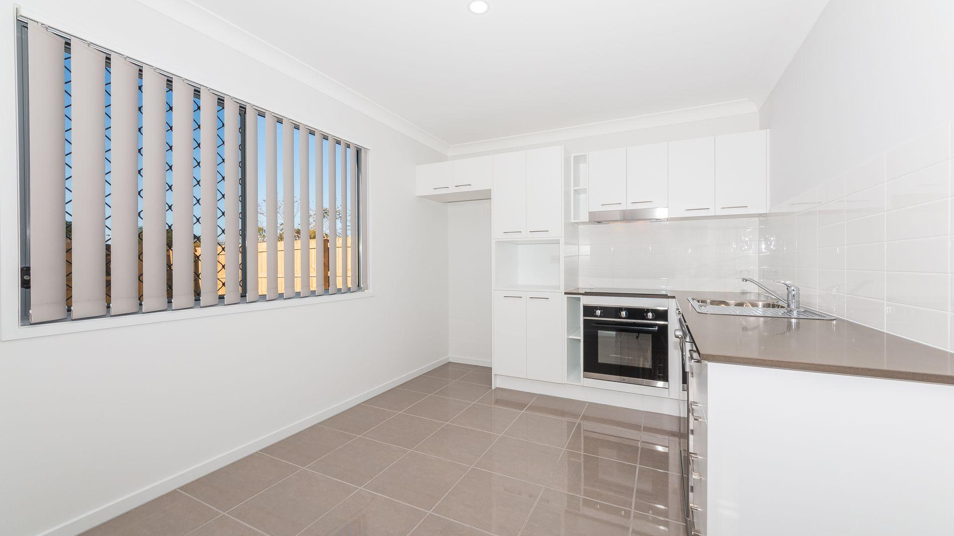 2/122a Klingner Road, Redcliffe QLD 4020, Image 1