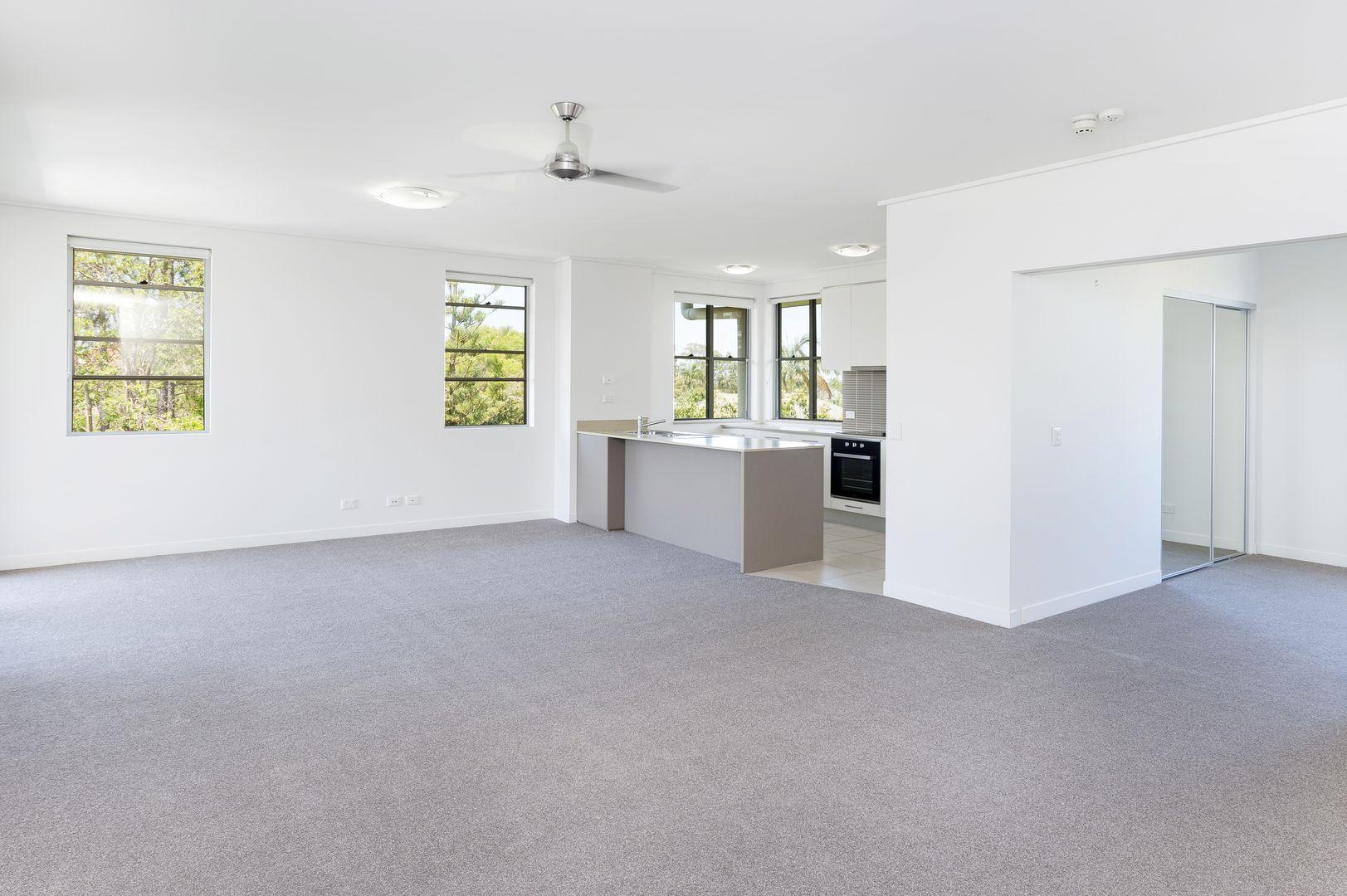 637/64 Sickle Avenue, Hope Island QLD 4212, Image 2