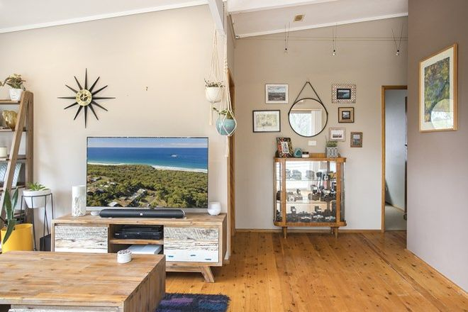 Picture of 67 Canberra Crescent, BURRILL LAKE NSW 2539