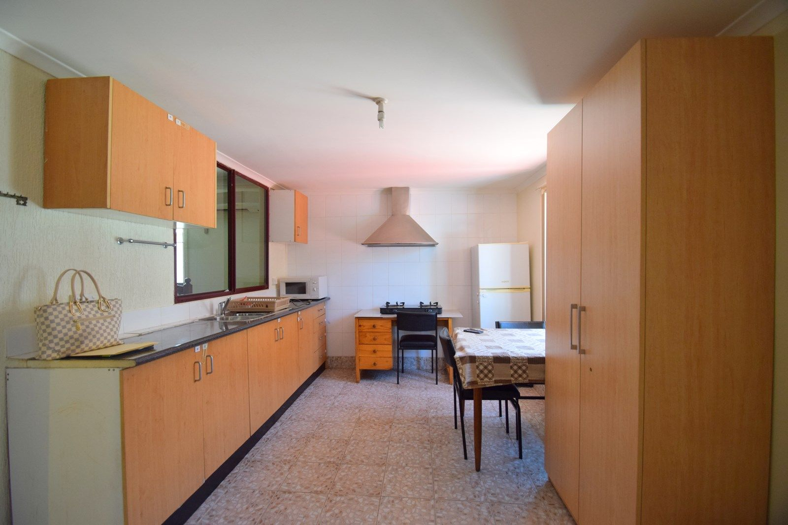 Flat 2, 6 Waratah Avenue, Casula NSW 2170, Image 1