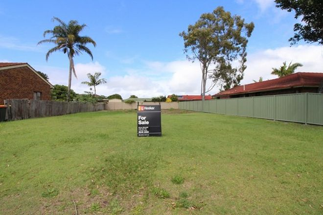 Picture of 10 Waratah Avenue, YAMBA NSW 2464