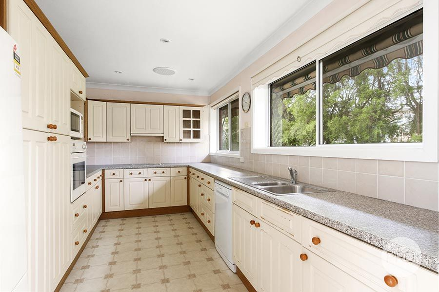 5 Carramar Place, Peakhurst Heights NSW 2210, Image 2