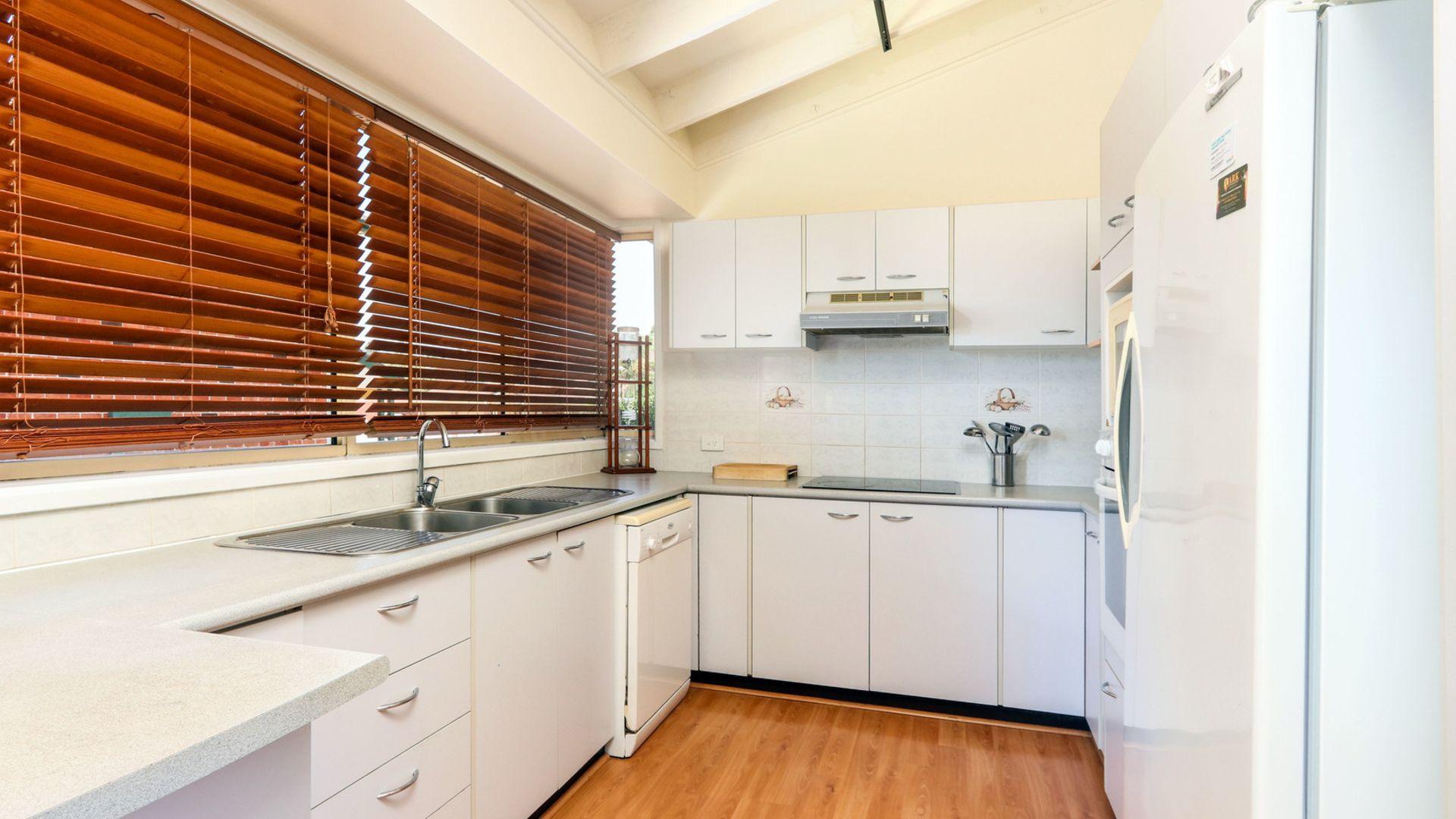 15 Murrogun Crescent, Cordeaux Heights NSW 2526, Image 2
