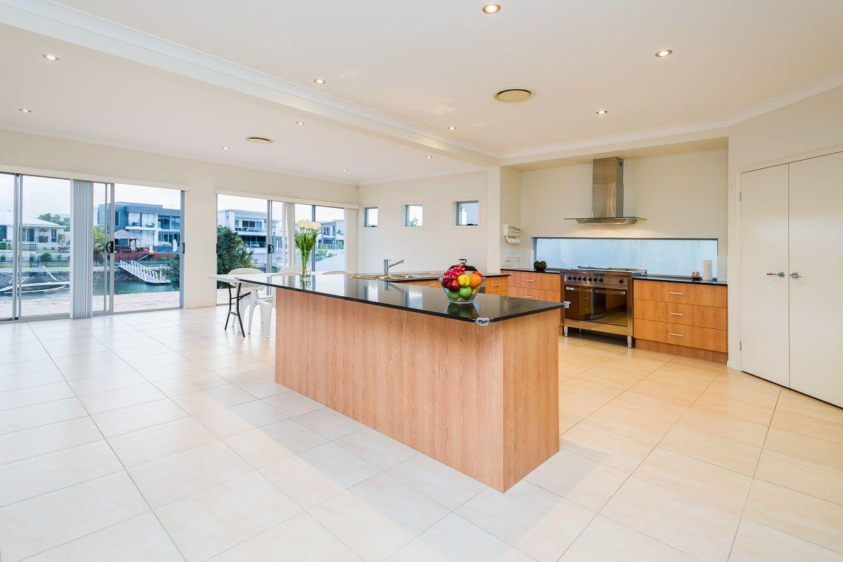 25 Harbourvue Court, Helensvale QLD 4212, Image 2