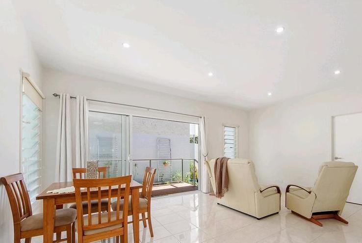 2/26 Errol Avenue, Paradise Point QLD 4216, Image 2