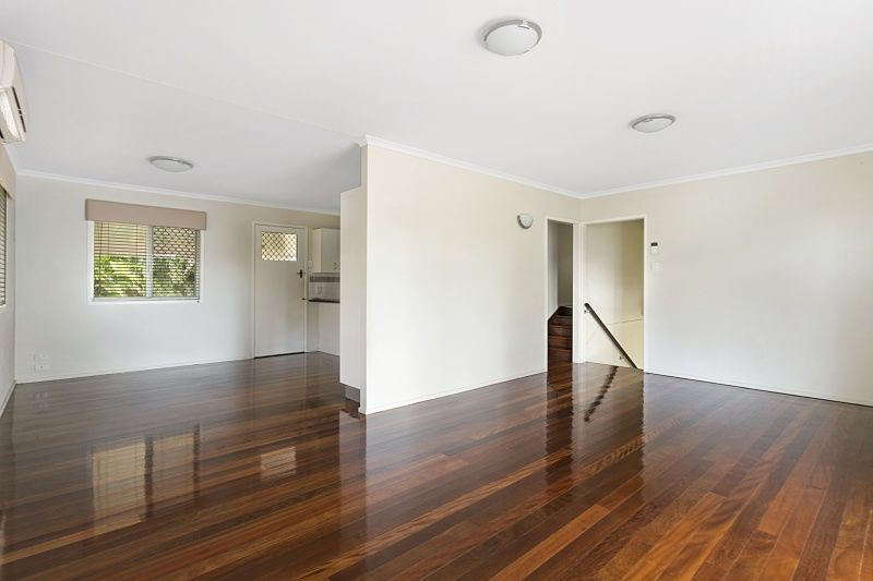 48 Muirlea Street, Oxley QLD 4075, Image 2