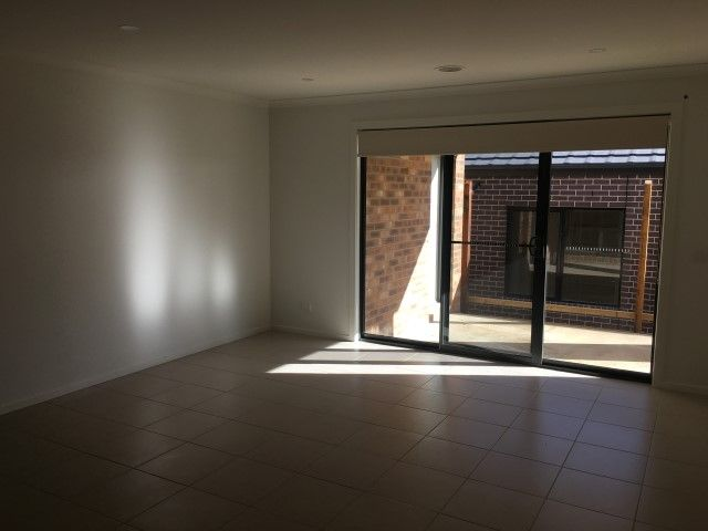 161 Mountainview Boulevard, Cranbourne North VIC 3977, Image 2
