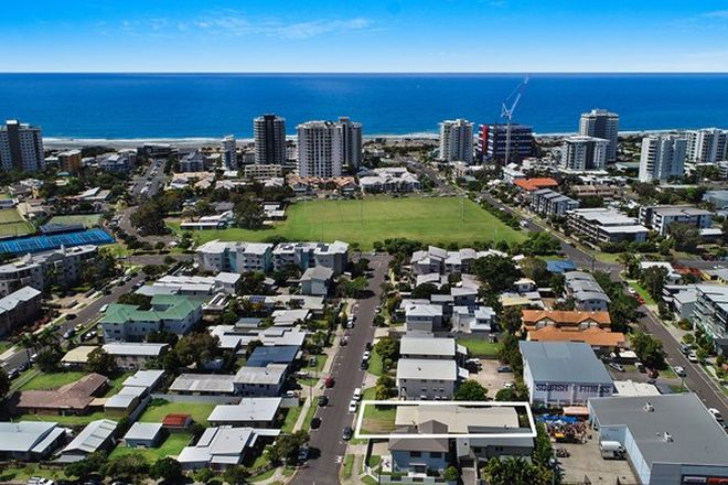 Picture of 17 Hinkler  Parade, MAROOCHYDORE QLD 4558