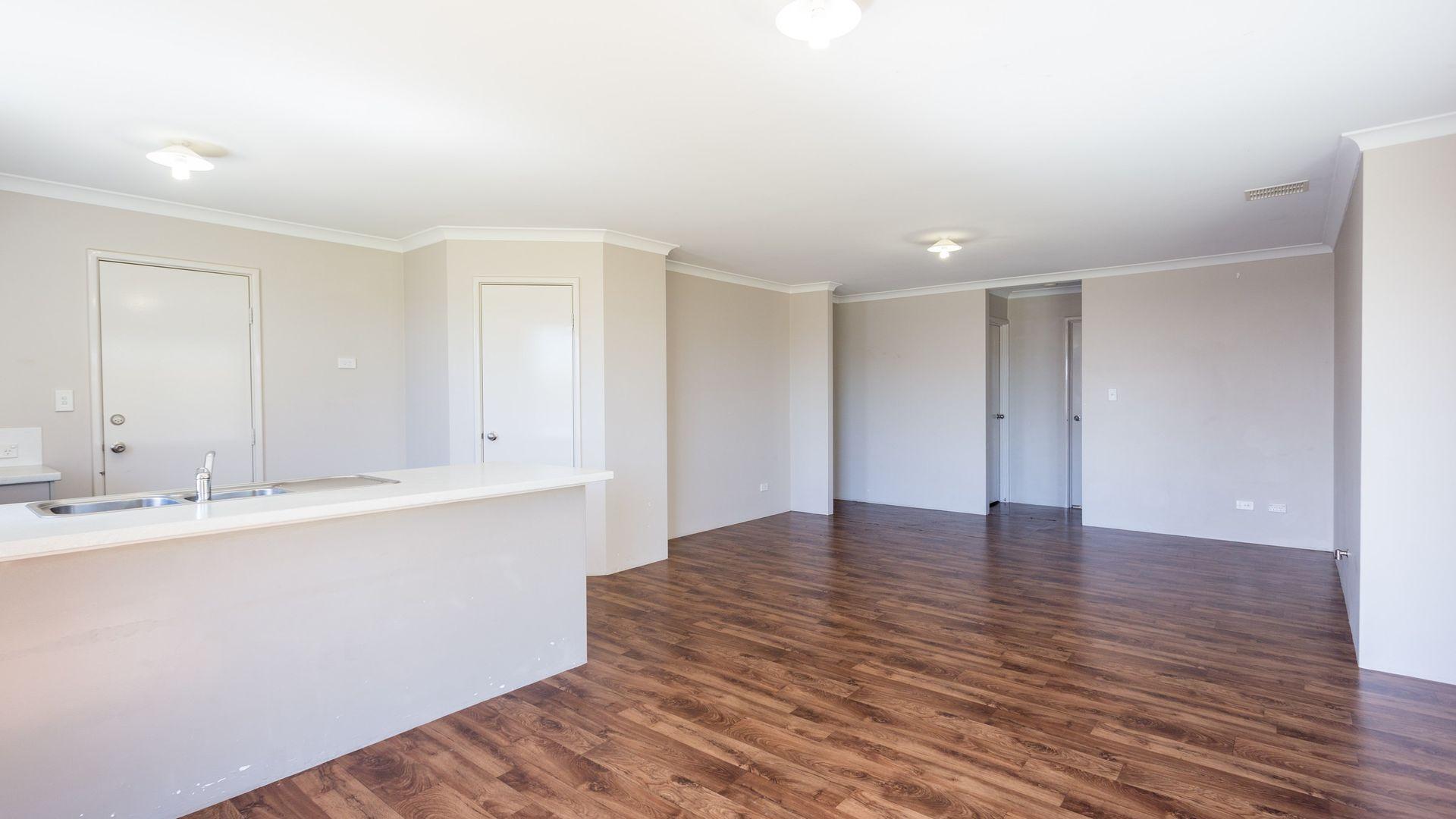 4 Carlingford Court, Australind WA 6233, Image 2