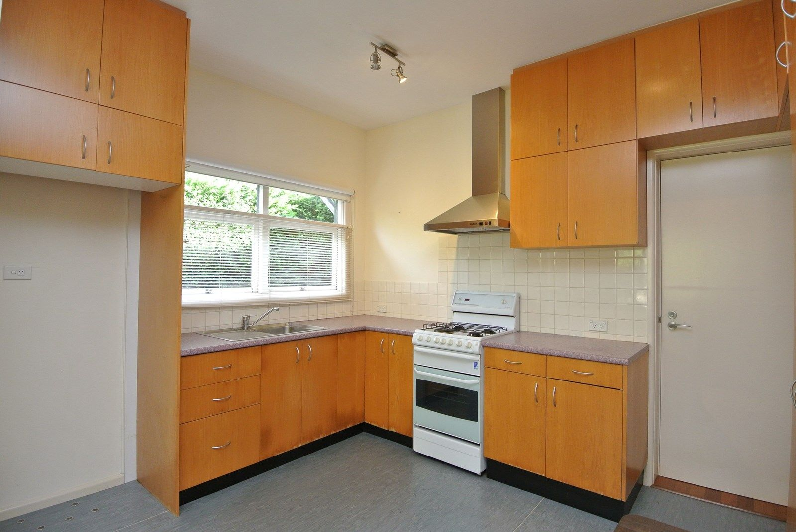 3 Vines Avenue, Forestville NSW 2087, Image 1