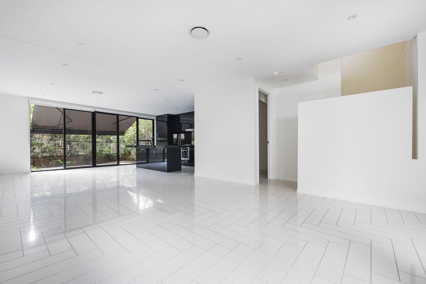 30 Theatre Drive, Benowa QLD 4217, Image 1