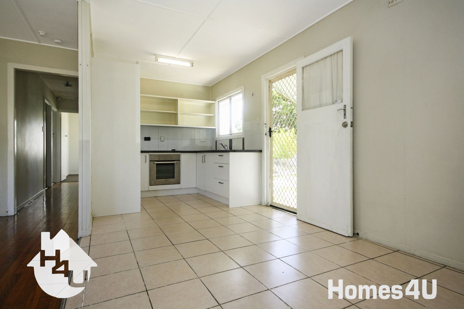 64 Griffith Rd, Scarborough QLD 4020, Image 2