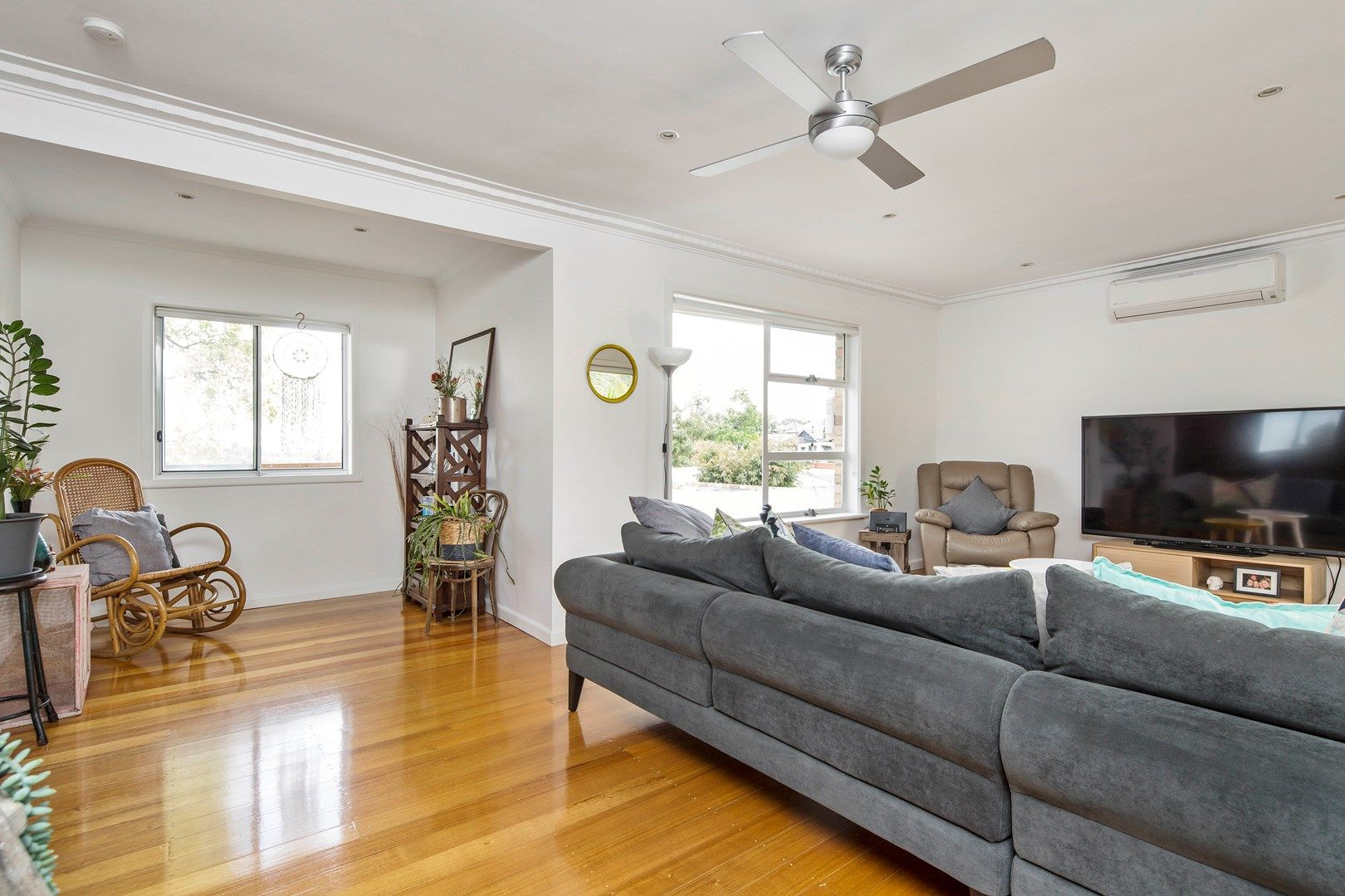 21 Summit Avenue, Oak Park VIC 3046, Image 2