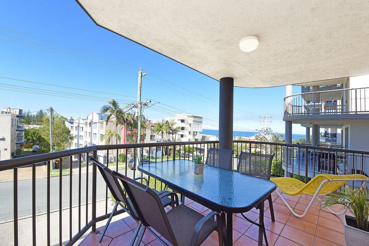 1/8 Orvieto Terrace, Kings Beach QLD 4551, Image 0