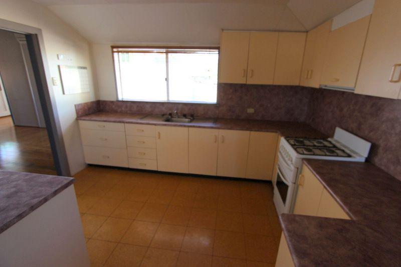 68 Edward Street, Charleville QLD 4470, Image 2
