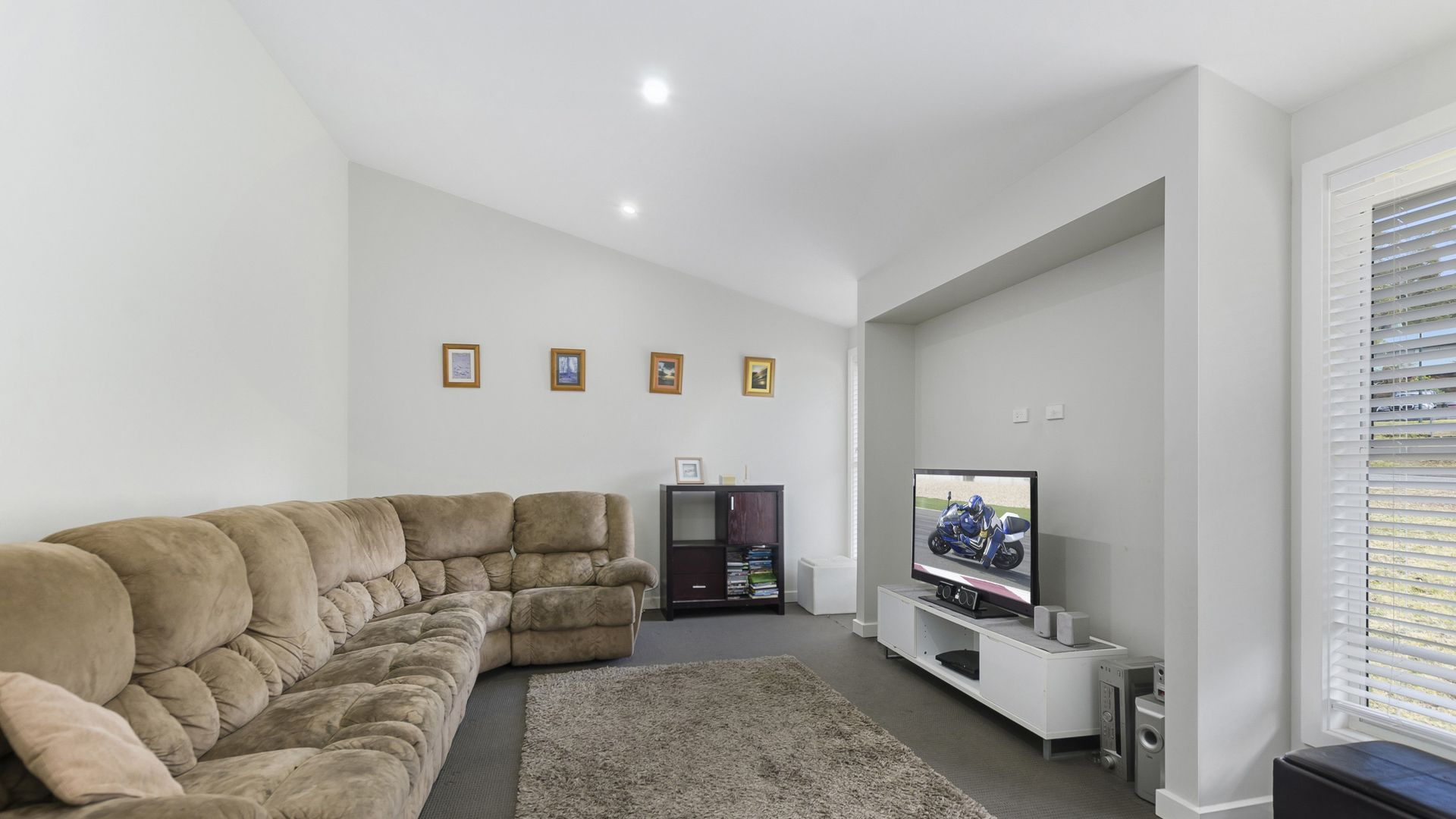 10 Madeline Street, Hill Top NSW 2575, Image 2