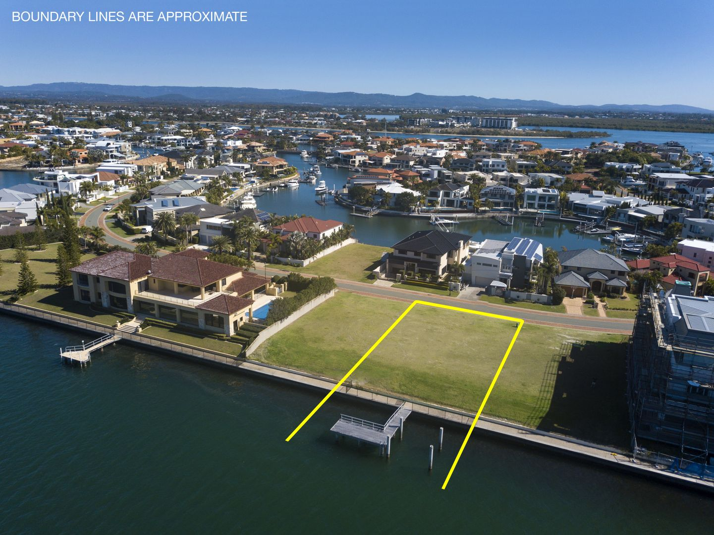 28 King Charles Drive, Sovereign Islands QLD 4216, Image 2
