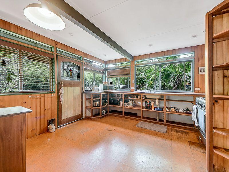 4 Benson Road, Mount Nebo QLD 4520, Image 2