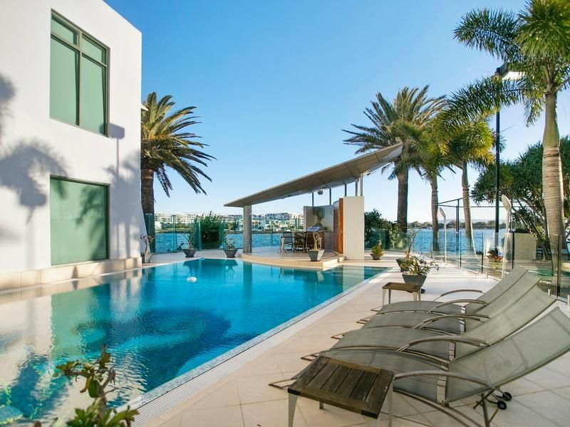 7-13 King Arthurs Court, Sovereign Islands QLD 4216, Image 1