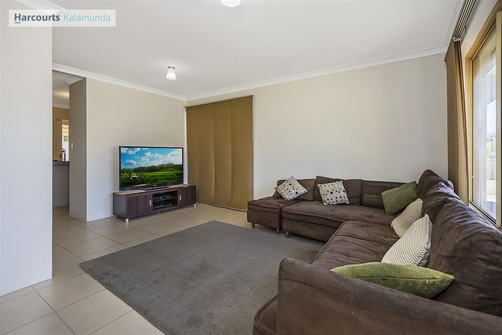 18 Bildjar Close, South Guildford WA 6055, Image 2