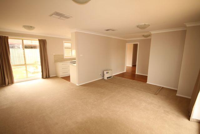 25 Eyre Street, Lake Albert NSW 2650, Image 2