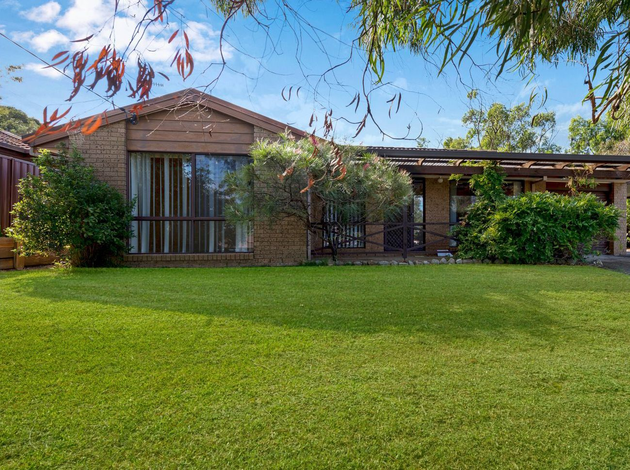14 Oakehampton Court, Bateau Bay NSW 2261 - House For