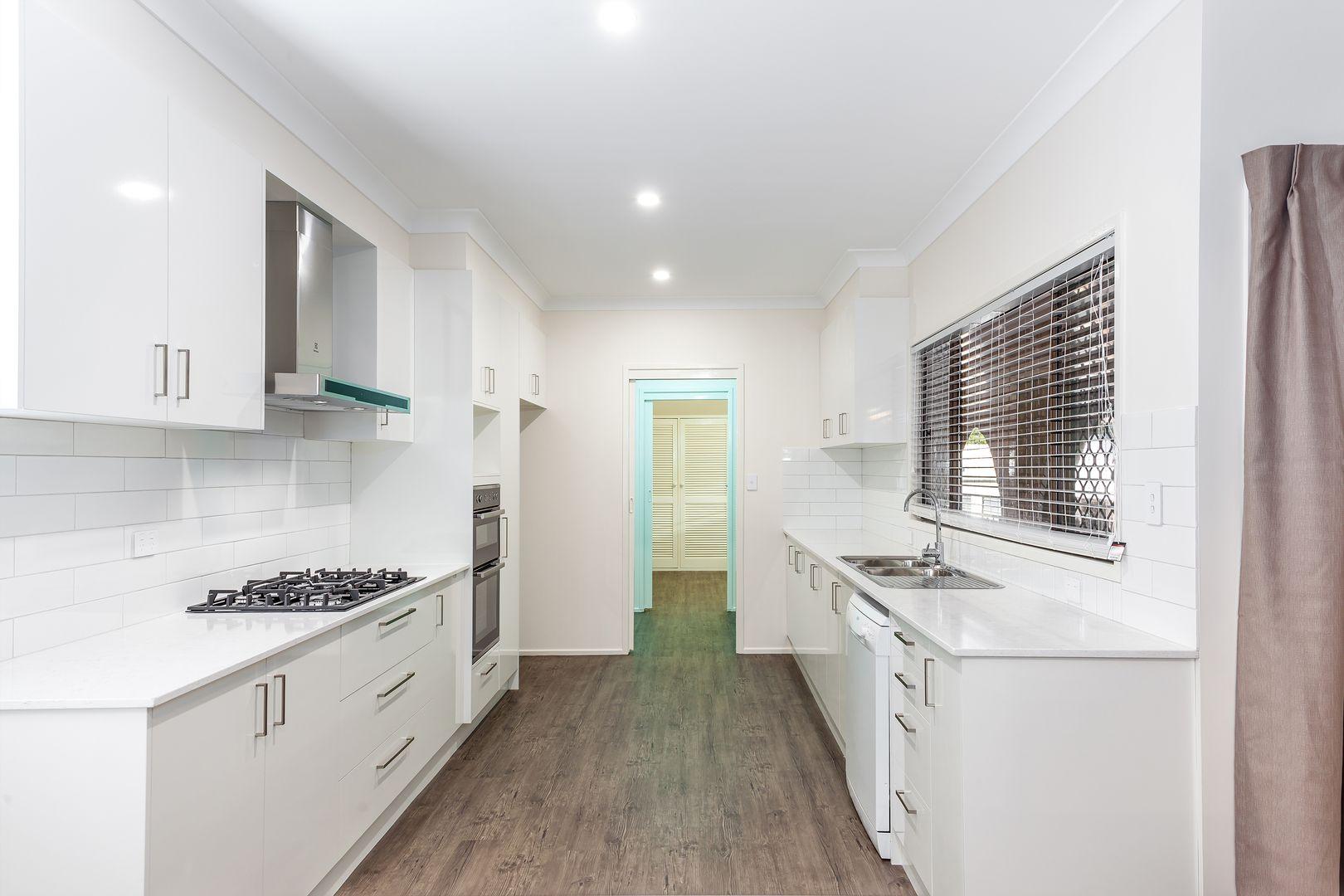 8 Kensington Drive, Withcott QLD 4352, Image 2