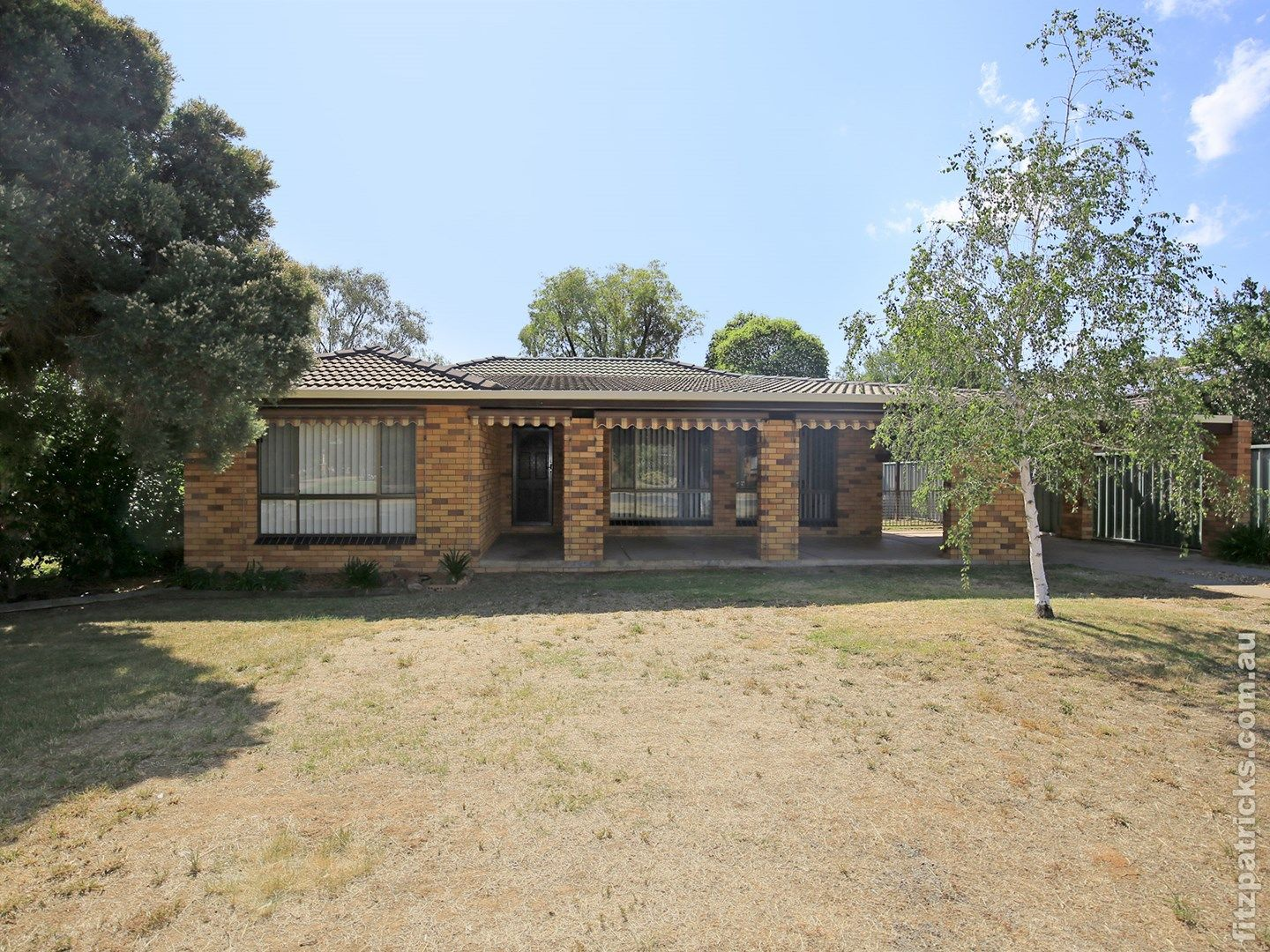 21 Pinaroo Drive, Glenfield Park NSW 2650, Image 0