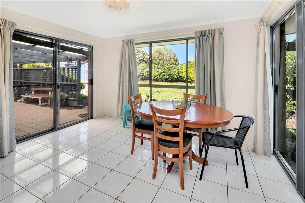 9 Wicklow Drive, Invermay Park VIC 3350, Image 2