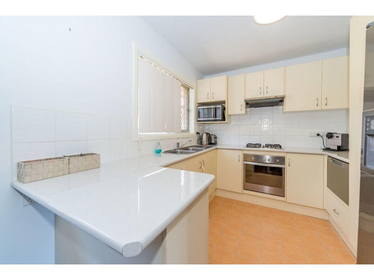4 Grace Avenue, Labrador QLD 4215, Image 2