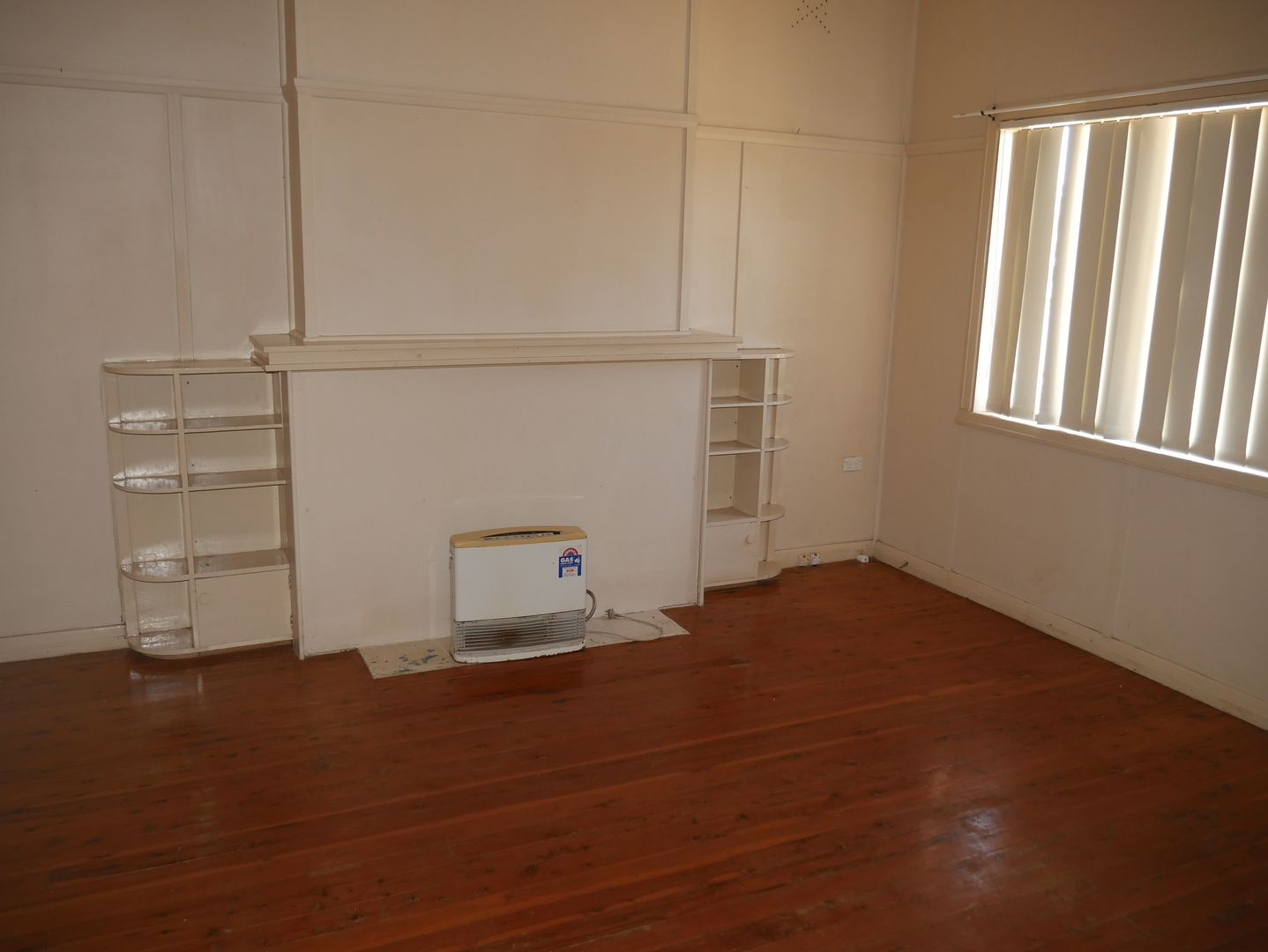 4 Banksia Avenue, Leeton NSW 2705, Image 1